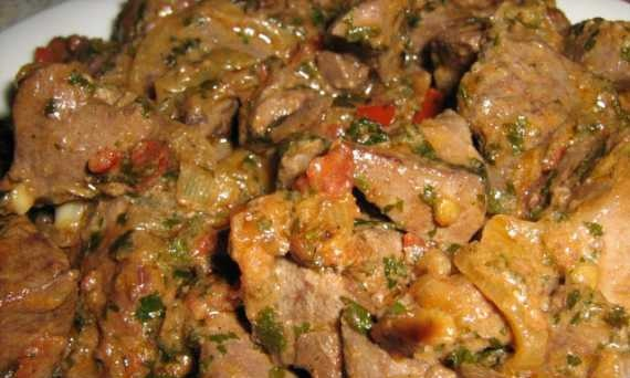 Liver with onions in sour cream