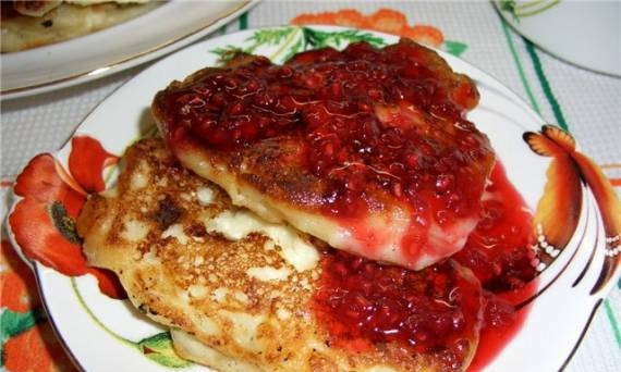 Pancakes from cottage cheese and pasta