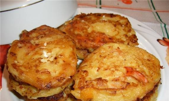 Pancakes with cottage cheese and persimmon
