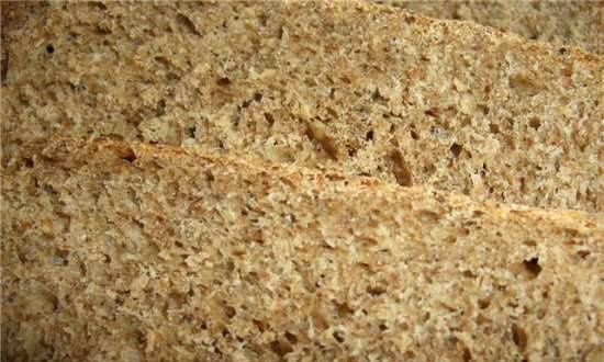 Whole wheat bread 50:50 with bran and fruit jam