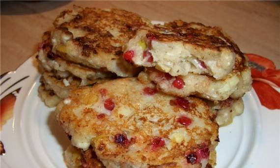 """Pancakes """"Five cereals"""" with fruit on kefir"""