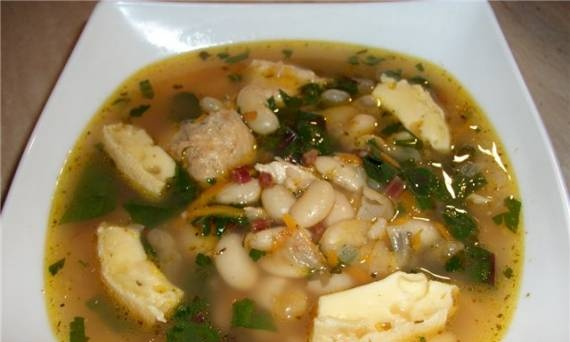 Soup with white beans and cheese