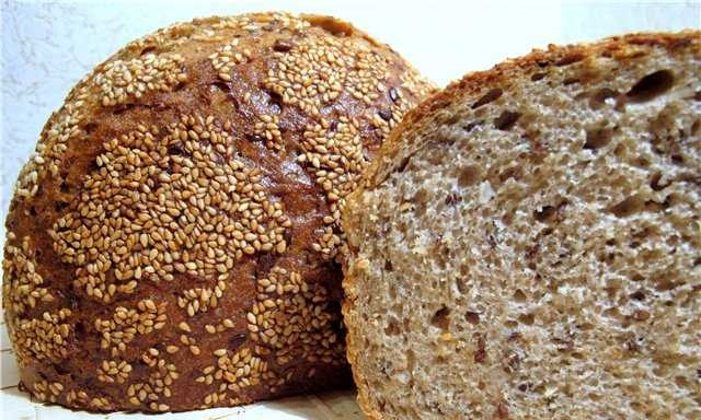 Bread mixed with seeds, flax seeds and sesame seeds
