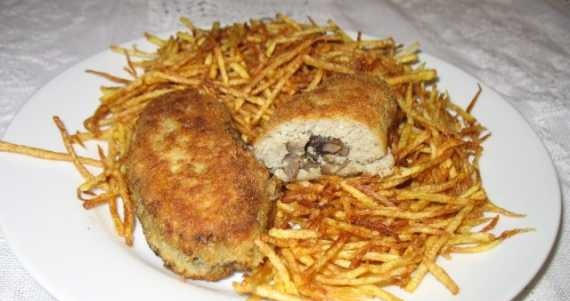 Veal from fish with pail potatoes (pie, paille)