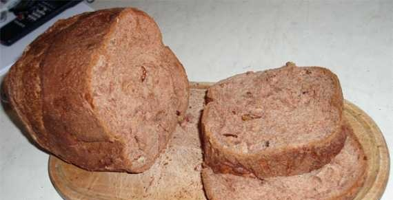 Chocolate bread with walnuts in a bread maker