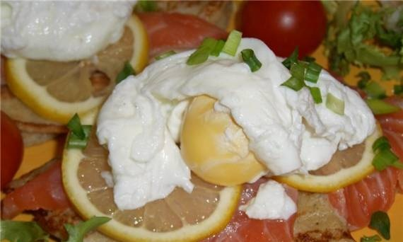 Poached eggs on pancakes