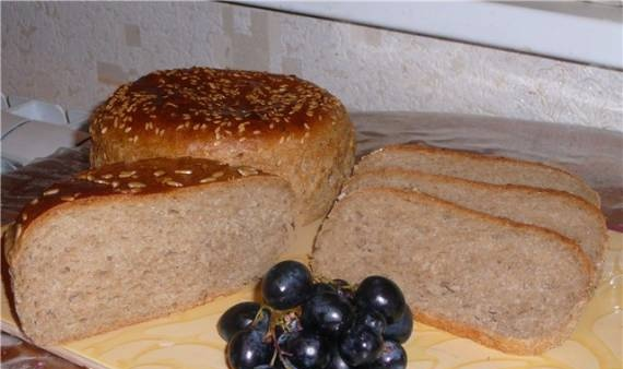 100% whole grain bread with wheat and rye flour.
