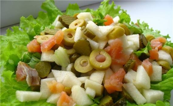 Pear salad with salmon