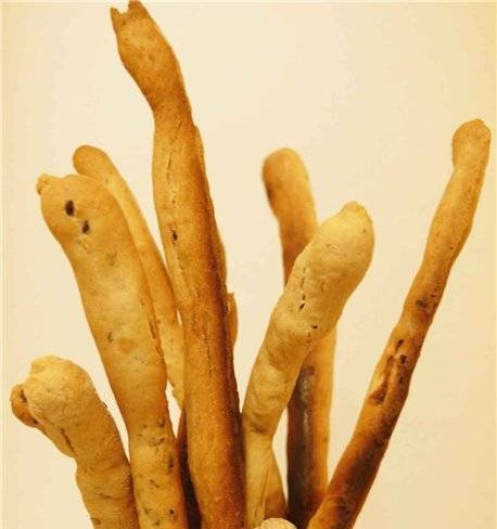Wheat-rye grissini with onions and sesame seeds