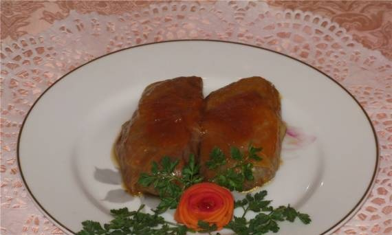 Cabbage rolls with nuts in pumpkin sauce