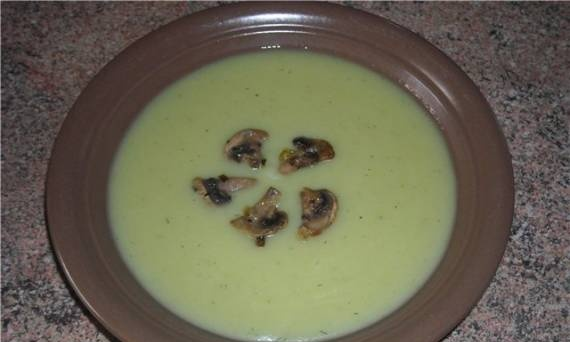 Mashed potato soup with broccoli and mushrooms