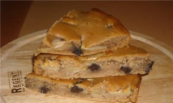 Lean gingerbread with apples and prunes