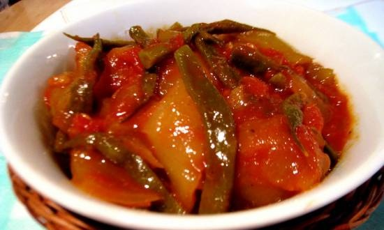 Lecho with green beans