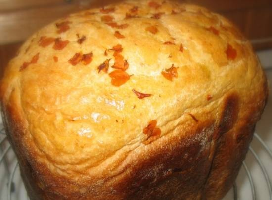 UDachny bread with tagetes petals (in a bread maker)