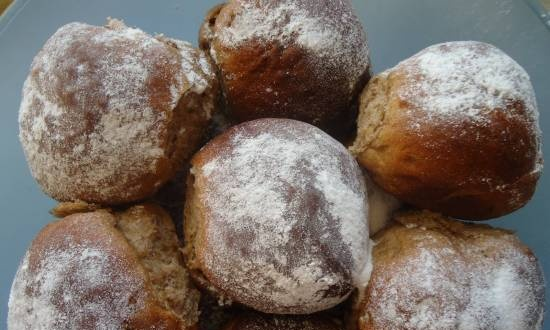 Butter buns with raisins and flaxseed flour