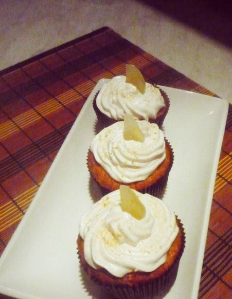 Cupcakes with liqueur and candied fruit