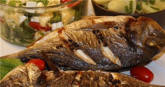 Grilled fish + two salads - we cook in Greek