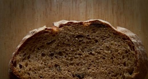 Bread with cardamom and prunes (oven)