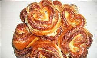 Buns with sugar and poppy seeds