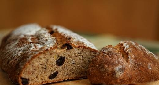 Whole grain bread with raisins, hazelnuts and shallots in the oven
