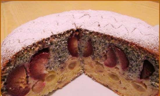 Poppy seed pie with plums