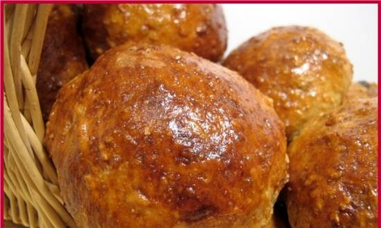 Buns with dates and muesli