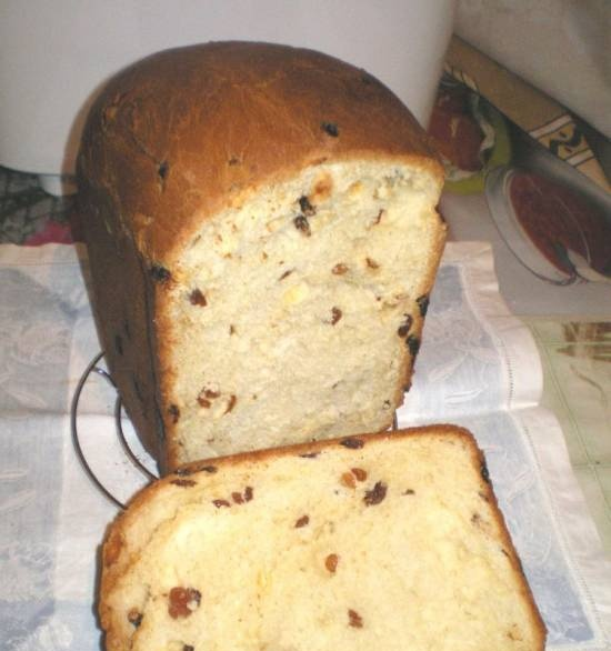 Easter cake with raisins