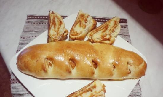 """Roll """"Kolosok"""" with apricot-apple filling"""