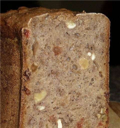 Hop sourdough rye with nuts and raisins