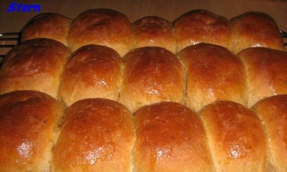 Whole wheat buns and cakes
