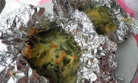 Chicken fillet with green beans baked in foil