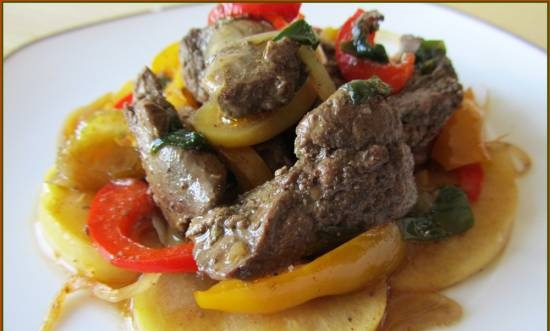 Chicken liver with apples and bell pepper