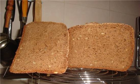 Rye-wheat bread with seeds