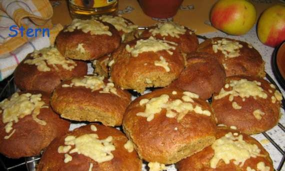 Rye-wheat cakes with bacon