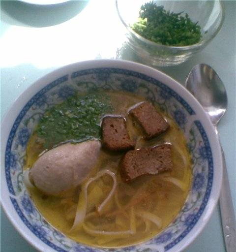 Chicken soup with liver and croutons