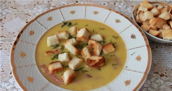 Pumpkin puree soup with smoked meat