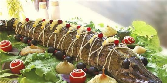 """Stuffed pike in grape leaves from the movie """"Ognivo"""""""