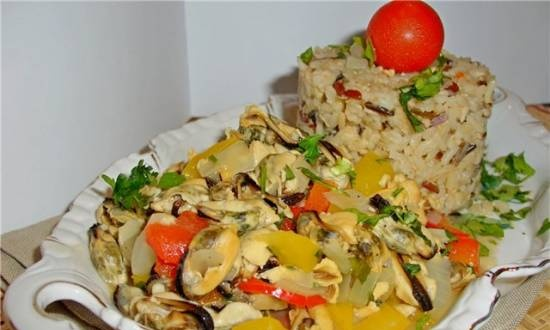Mussels with vegetables in white sauce