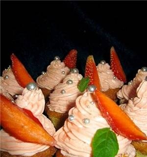 Cottage cheese cupcakes with strawberry cream