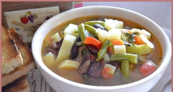 Minestrone with beans and zucchini