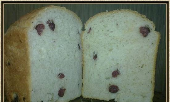Bread with cottage cheese and raw smoked sausage