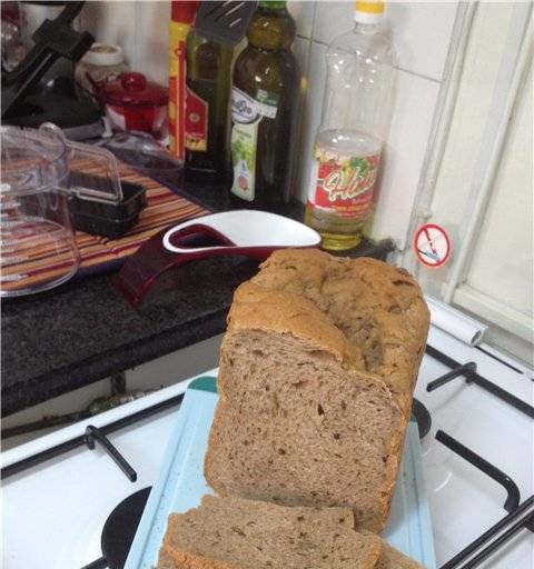 Wheat-rye bread with additives (in a bread maker).