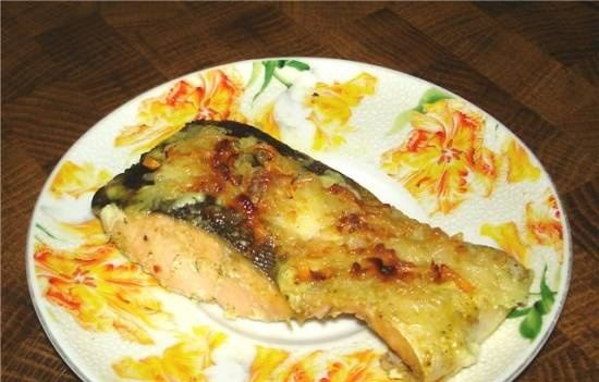 Pink salmon baked under a vegetable coat