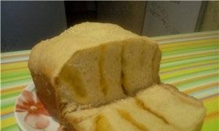 Wheat bread with sour cream and cheese