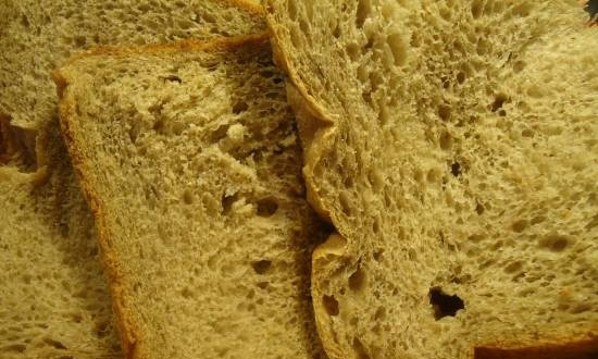 Wheat bread with flaxseed flour and fruit puree