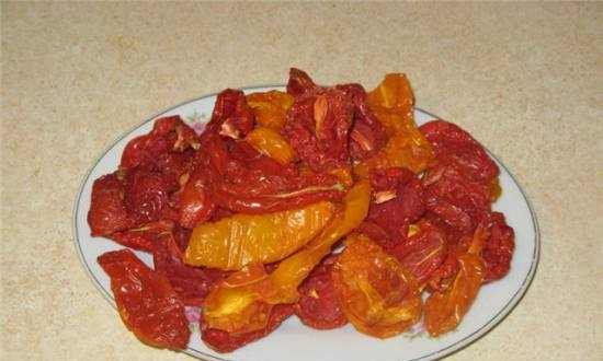 Sun-dried or dried tomatoes
