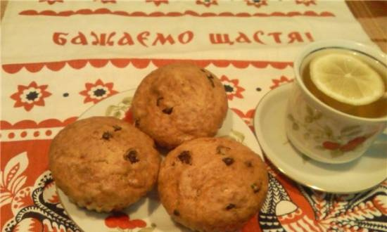 Cottage cheese muffins with raisins and chocolate drops