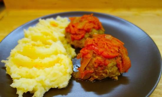 Meatballs in tomato sauce with vegetables