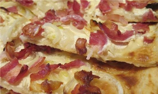 """Yeast-free pizza dough """"Flammkuchen from Alsace"""""""