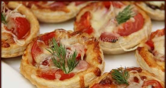 Mini pizzas with smoked sausages